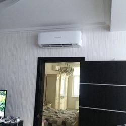 монтаж сплит-системы над дверью в частном доме